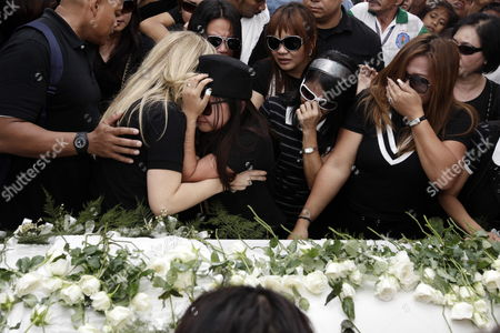Filipino Singer/actress Charice Pempengco (3-l) Weeps After Paying Her Last Respect to Her Father Ricky Pempengco During a Burial Ceremony at a Cemetery in Cabuyao Laguna Province South of Manila Philippines 05 November 2011 the Father of the 18-year-old Glee Star was Laid to Rest Five Days After He was Stabbed to Death by Construction Worker Angel Capili Jr Hundreds of Fans Converged on the Cemetery to Get a Glimpse of the Singer Officials Said Philippines Manila