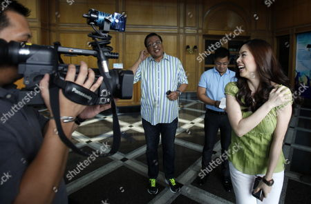 South Korean Actress Grace Lee (r) Smiles As She is Filmed After a Show in Quezon City South of Manila Philippines 02 February 2012 the Philippines' Bachelor President Benigno Aquino Admitted He was Dating the South Korean Television Actress After Days of Rumours in the Local Media Speculation About the Love Life of President Benigno Aquino Iii who Turns 52 on 08 February Has Been a Favourite Topic in the Media and Among the Public Since He was Elected in 2010 Philippines Manila