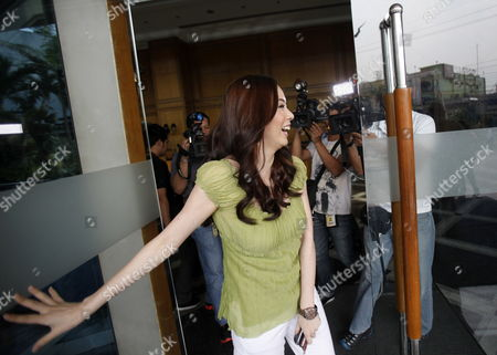South Korean Actress Grace Lee Smiles As She is Filmed After a Show in Quezon City South of Manila Philippines 02 February 2012 the Philippines' Bachelor President Benigno Aquino Admitted He was Dating the South Korean Television Actress After Days of Rumours in the Local Media Speculation About the Love Life of President Benigno Aquino Iii who Turns 52 on 08 February Has Been a Favourite Topic in the Media and Among the Public Since He was Elected in 2010 Philippines Manila