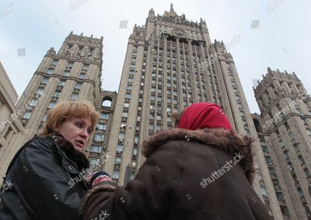 Alla Bout (l) Wife of Alleged Russian Arms Dealer Viktor Bout Speaks with a Journalist During Rally in Front of Russian Foreign Ministry Building in Moscow Russia 30 November 2011 Viktor Bout Faces Between 25 Years and Life in Prison After Being Found Guilty of Four Counts of Conspiracy to Sell Weapons to Purported Colombian Rebels with the Aim of Killing Us Citizens Russian Federation Moscow