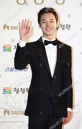 South Korean Actor Lee Je-hoon Arrives For the 32nd Blue Dragon Film Awards at the Kyunghee University in Seoul South Korea 25 November 2011 the Blue Dragon ('cheongryong') Awards Are One of the Country's Two Major Film Awards Korea, Republic of Seoul
