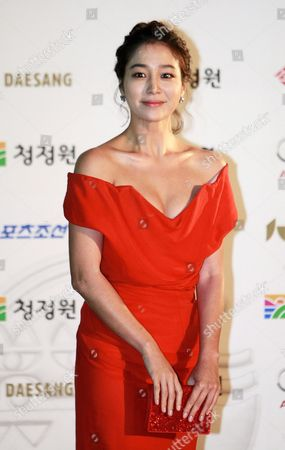 South Korean Actress Lee Min-jung Arrives For the 32nd Blue Dragon Film Awards at the Kyunghee University in Seoul South Korea 25 November 2011 the Blue Dragon ('cheongryong') Awards Are One of the Country's Two Major Film Awards Korea, Republic of Seoul