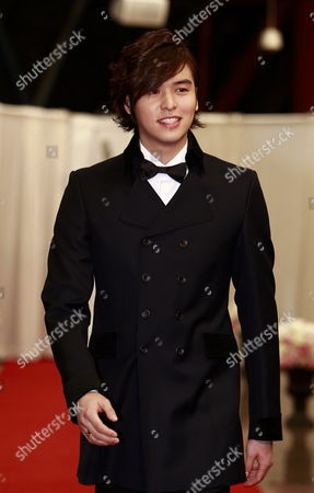 South Korean Actor Lee Jang-woo Arrives For the 2011 Annual Kbs Drama Awards at the Youido Kbs Hall in Seoul South Korea 31 December 2011 the Korean Broadcasting System (kbs) Drama Awards Ceremony Gives a Prize to Actors and Actresses who Have Starred in Dramas Aired on Kbs Networks These Awards Started in 1987 and Have Been Going on Ever Since Korea, Republic of Seoul