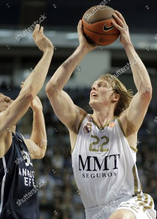 Real Madrid's Kyle Singler (r) Tries to Basket Under Defence of Anadolu Efes' Sinan Guler During Their Euroleague Group C Basketball Match at Sinan Erdem Arena in Istanbul Turkey 22 December 2011 Turkey Istanbul