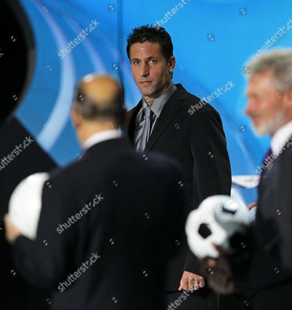 Spanish Soccer Player Joan Capdevila (back) Member of the Spanish Team That Won the 2008 European Championship Attends the Uefa Euro 2012 Draw Ceremony in Kiev Ukraine 02 December 2011 Ukraine Kiev