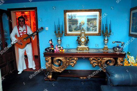 An Elvis Lookalike at John Turners Home