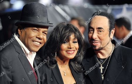 Sister of Late Us Singer Michael Jackson Rebbie Jackson (c) with Brother Tito (l) and Us Producer David Gest (r) During the Premiere of the Documentary Film 'Michael Jackson: Life of an Icon' at Leicester Square in London Britain 02 November 2011 United Kingdom London