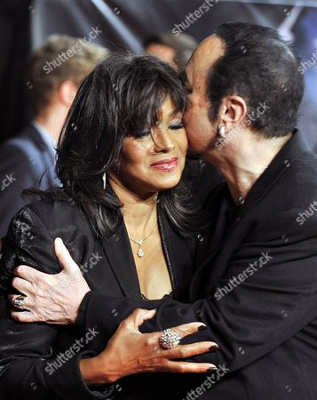 Us Producer David Gest (r) Kisses Rebbie Jackson Sister of Late Us Singer Michael Jackson During the Premiere of the Documentary Film 'Michael Jackson: Life of an Icon' at Leicester Square in London Britain 02 November 2011 United Kingdom London