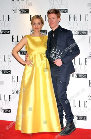 British Designer Jordan Askill (r) Poses with His 'Jewellery Designer of the Year' Award Presented by British Actress Gillian Anderson (l) at the 2012 Elle Style Awards Held at the Savoy Hotel in Central London Britain 13 February 2012 the Awards Are a Precursor to the London Fashion Week Starting on 17 February and Are Hosted by the Fashion Magazine 'Elle' United Kingdom London