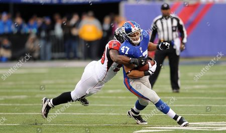 New York Giants Tight End Travis Beckum Runs the Ball Upfield As Atlanta Falcons Middle Linebacker Curtis Lofton Attempts to Tackle Him in the Nfc Wild-card Game at Metlife Stadium in East Rutherford New Jersey Usa 08 January 2012 United States East Rutherford