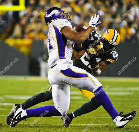 Minnesota Vikings Tight End Visanthe Shiancoe (l) Battles Green Bay Packers Defensive Back Charles Woodson (r) For a Pass in the First Quarter of Their Nfl American Football Game at Lambeau Field in Green Bay Wisconsin Usa 14 November 2011 United States Green Bay