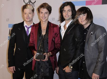 Us Country Group Hot Chelle Rae (l-r) Nash Overstreet Ryan Follese Ian Keaggy and Jamie Follese Pose with Their Award For New Artist of the Year in the Press Room the 39th American Music Awards Held at the Nokia Theatre in Los Angeles California Usa 20 November 2011 United States Los Angeles