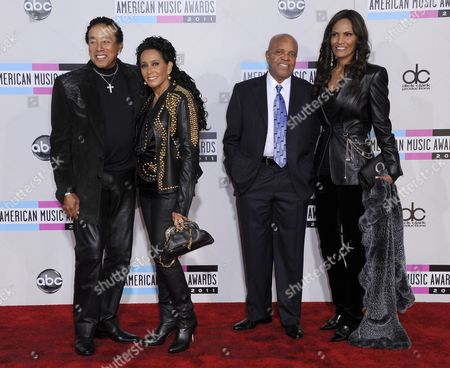 Us Singer/songwriter Smokey Robinson (l) His Wife Frances Gladney (2l) and Us Record Producer Barry Gordy (2r) and an Unidentified Companion Arrive For the 39th American Music Awards Held at the Nokia Theatre in Los Angeles California Usa 20 November 2011 United States Los Angeles