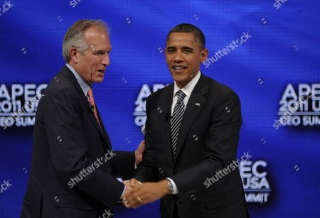 Us President Barack Obama Shakes Hands with W James (jim) Mcnerney Jr Chairman President & Ceo the Boeing Company at the End of the Apec Leader Interaction with at the Asia-pacific Economic Cooperation Summit Usa Held at the Sheraton Waikiki Ballrooms in Honolulu Hawaii 12 November 2011 United States Honolulu