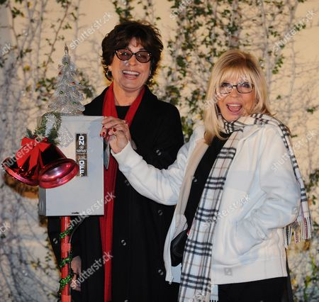 Nancy (r) and Tina Sinatra (l) the Daughters of Legendary Us Singer Frank Sinatra Pose For Photos After Switching on the Christmas Tree Lights Atop the Capitol Records Building in Hollywood California Usa 21 November 2011 United States Hollywood