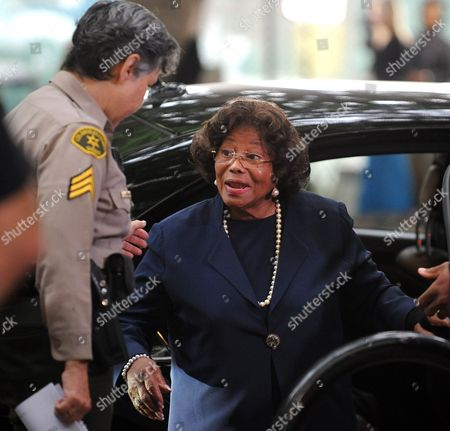 Katherine Jackson (r) the Mother of Michael Jackson Talks with a Sheriff Deputy As She Arrives For the Sentencing of Dr Conrad Murray who was Convicted of Involuntary Manslaughter For the Death of Pop Signing Legend Michael Jackson at the Los Angeles Superior Courthouse in Los Angeles California Usa 29 November 2011 Murray Faces Up to Four Years of Jail Time in the Death of Jackson United States Los Angeles