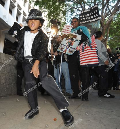 4-year Old Kamal Ali a Michael Jackson Impersonator Dances to a Michael Jackson Song Outside the Courthouse After the Sentencing of Dr Conrad Murray who was Convicted of Involuntary Manslaughter For the Death of Pop Singing Legend Michael Jackson at the Los Angeles Superior Courthouse in Los Angeles California Usa 29 November 2011 Murray was Sentenced to the Maximum Four Years in the Death of Michael Jackson United States Los Angeles