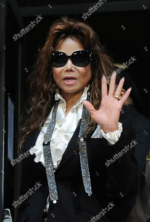 Latoya Jackson the Sister of the Singer Waves As She Leaves the Courthouse After the Sentencing of Dr Conrad Murray who was Convicted of Involuntary Manslaughter For the Death of Pop Signing Legend Michael Jackson at the Los Angeles Superior Courthouse in Los Angeles California Usa 29 November 2011 Murray was Sentenced to the Maximum Four Years in the Death of Jackson United States Los Angeles