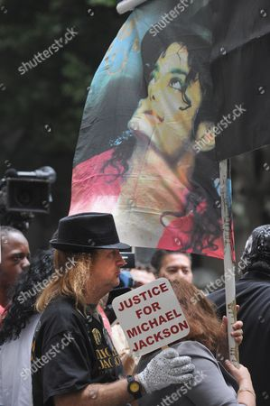 Fans of the Late Singer Michael Jackson Gather Ouside the Courthouse where Dr Conrad Murray who was Convicted of Involuntary Manslaughter For the Death of Pop Singing Legend Michael Jackson was Sentenced to Four Years in Los Angeles California Usa 29 November 2011 United States Los Angeles
