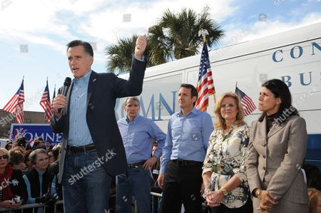 Us Republican Presidential Candidate Mitt Romney (l) Greets Supporters Watched (2-l-r) Republican Senator From Ohio Rob Portman Former Governor of Minnesota Tim Pawlenty Ann Romney and Governor of South Carolina Nikki Haley During a Rally at the Romney For President South Carolina Headquarters in Charleston South Carolina Usa 19 January 2012 the South Carolina Republican Presidential Primary is 21 January 2012 United States Spartanburg