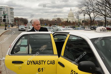 Scott Hinckley Brother of John Hinckley Jr Gets in a Cab After Leaving the Us Federal Court with the Capitol Building Seen Behind in Washington Dc Usa 30 November 2011 Lawyers For John Hinckley Jr who Shot Us President Ronald Reagan Are Requesting That He Be Allowed to Spend More Time Away From a Mental Hospital in Washington Dc United States Washington