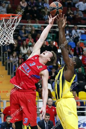 Dmitry Kulagin (L) of CSKA Moscow fights for the ball with James Nunnally (R) of Fenerbahce Istanbul during the Euroleague basketball match between CSKA Moscow and Fenerbahce Istanbul in Megasport Arena in Moscow, Russia, 23 December 2016.