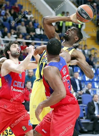 Milos Teodosic (L) and Kyle Hines (R) of CSKA Moscow fight for the ball with James Nunnally (C) of Fenerbahce Istanbul during the Euroleague basketball match between CSKA Moscow and Fenerbahce Istanbul in Megasport Arena in Moscow, Russia, 23 December 2016.