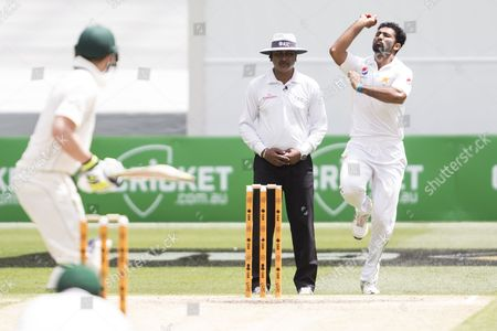 Sohail Khan bowling during day 4 of the 2nd test between Australia Vs Pakistan