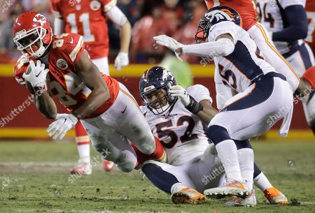 Chris Harris Jr., Demetrius Harris, Corey Nelson Kansas City Chiefs tight end Demetrius Harris (84) is tripped by Denver Broncos linebacker Corey Nelson (52) and cornerback Chris Harris Jr., right, during the first half of an NFL football game in Kansas City, Mo