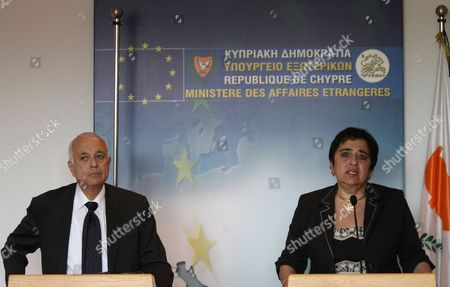 Cypriot Minister of Foreign Affairs Erato Kozakou-marcoullis (r) and the Secretary General of the Arab League Nabil El Araby (l) Hold a Joint News Conference Following Their Meeting in Nicosia Cyprus 18 June 2012 the Situation in Syria was Expected to Have Dominated the Talks of the Two Politicians in Nicosia Cyprus Nicosia