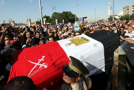 Egyptian Military Personnel Carry the Coffin of Former Intelligence Chief and Vice-president of Former Egyptian President Hosni Mubarak Omar Suleiman During His Funeral in Cairo Egypt 21 July 2012 Several Hundred Mourners Attended the Funeral Prayers and Followed the Coffin Through the Capital They Chanted Slogans Against President Mohamed Morsi and His Muslim Brotherhood Group Suleiman Has Died in a Us Hospital on 19 July 2012 at the Age of 76 Egypt Cairo