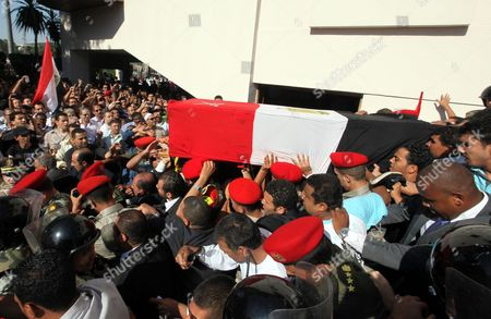 Egyptian Military Personnel Carry the Coffin of Former Intelligence Chief and Vice-president of Former Egyptian President Hosni Mubarak Omar Suleiman During His Funeral in Cairo Egypt 21 July 2012 Souleiman Has Died in a Us Hospital on 19 July 2012 Egypt Cairo