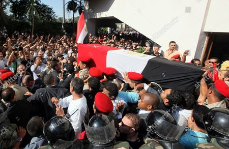 Egyptian Military Personel Carry the Coffin of Former Intelligence Chief and Vice-president of Former Egyptian President Hosni Mubarak Omar Suleiman During His Funeral in Cairo Egypt 21 July 2012 Souleiman Has Died in a Us Hospital on 19 July 2012 Egypt Cairo