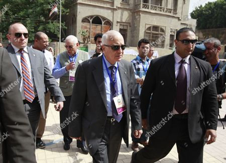 Arab League Secretary General Nabil Alaraby (c) and the Head of the Arab League Observers Delegation For the Presidential Elections in Egypt Mohamed El-khamlisy of Morocco (3-l) Arrive to Visit a Polling Station During the First Round of the Presidential Elections in Cairo Egypt 24 May 2012 the Arab League Sent a Delegation of Some 50 Members to Follow the Proceedings of the Vote in the Elections Egypt Cairo