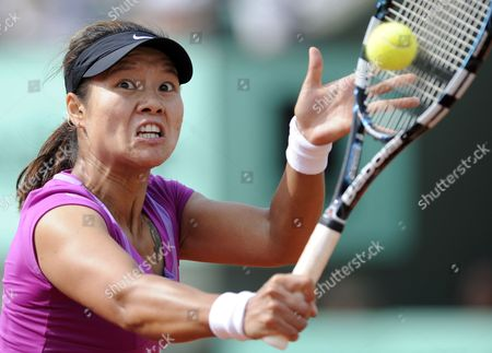 Na Li of China Returns to Stephanie Foretz Gacon of France During Their Second Round Match For the French Open Tennis Tournament at Roland Garros in Paris France 31 May 2012 France Paris