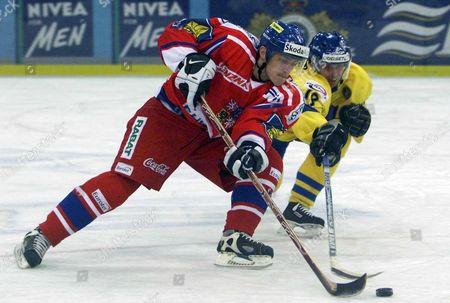 Moscow Russian Federation : Swedish Peter Nordstrom (r) Fights For a Puck with Czech Libor Pivko (l) During Their European Ice Hockey Tour Match of Baltika Brewery Cup in Moscow on Tuesday 18 December 2001