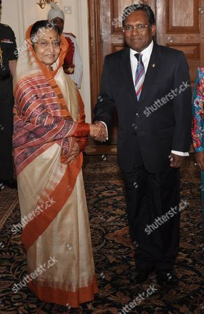 Maldives' President Mohamed Waheed Hassan Manik (r) Shakes Hand with the President of India Pratibha Devisingh Patil Prior to a Meeting at the Presidential Palace in New Delhi 12 May 2012 Manik is on a Five-day Visit to India India New Delhi