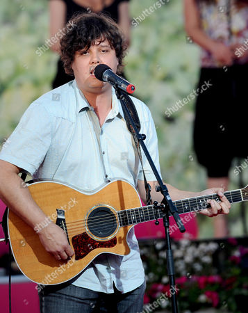Ron Sexsmith performing