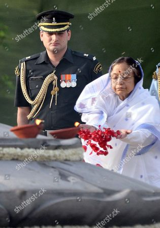 India's President Pratibha Patil (r) Pays Tribute at Rajiv Gandhi's Memorial in New Delhi India 21 May 2012 on the 21st Anniversary of the Former Prime Minister's Death Rajiv Gandhi was Killed by a Female Suicide Bomber During Election Campaigning on 21 May 1991 India New Delhi