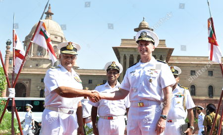 Us Naval Chief of Operations Admiral Jonathan Greenert (r) Shake Hands with Indian Navy Chief Admiral Nirmal Verma (l) Prior to a Meeting in New Delhi On23 April 2012 Us Naval Chief of Operations Admiral Jonathan Greenert in India on a Visit For High-level Talks on Bilateral Defence Cooperation India New Delhi
