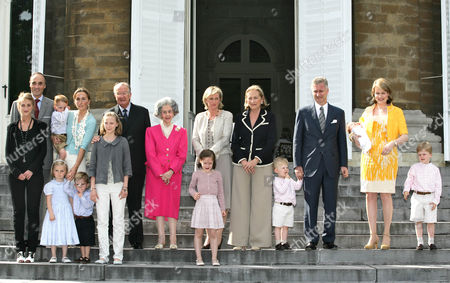 (L to R) Princess Maria Laura, Prince Lorenz, Princess Claire with her daughter Prince Louise and her twins Nicolas and Aymeric , Princess Luisa Maria , King Albert, Queen Fabiola , Princess Laetitia Maria and her mother Princess Asstrid, Queen Paola , Prince Emmanuel, Prince Philippe, Princess Eléonore in the arms of her mother Princess Mathilde and Prince Gabriel