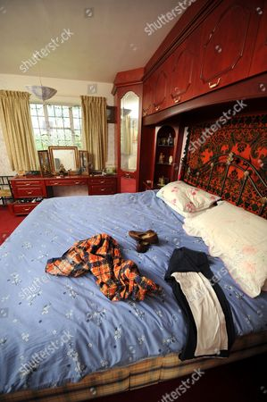 Frankie's winter bedroom with his dressing gown and slippers laid out.