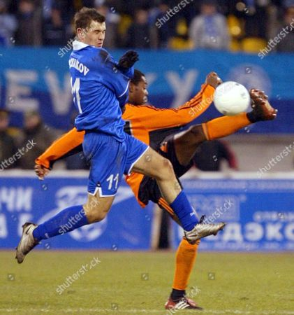 St Petersburg Russian Federation : Russian Alexander Kerzhakov (l) of Zenit Fights For a Ball with Swiss Jaggy Kim (r) of Grassphoppers Zurich During Their Uefa Cup Soccer Match in St Petersburg 03 October 2002