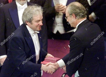 Stockholm Sweden : Britains Sir Paul Nurse (l) From the Imperial Cancer Research Fund in London Receives the Nobel Prize For Medicine From King Carl Xvi Gustaf of Sweden on Monday 10 December 2001 at the Concert Hall in Stockholm Nurse Won the Prize Jointly with Britains Tim Hunt and Leland Hartwell From the Us For Their Work in Key Regulators of the Cell Cycle in the Nobel 100th Anniversary Year