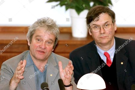 Stockholm Sweden : Britains Sir Paul Nurse (l) and Timothy Hunt (r) of the Imperial Cancer Research Fund in London This Years Laureates in Medicine During a Lecture in the Nobel Forum at the Karolinska Institutet 07 December 2001 As Part of the 100th Anniversary Nobel Prize Week All Living Laureates Have Been Invited to Take Part in the Centennial Week Starting with Lectures at Various Universities in Sweden and Norway the Week Will Culminate in the Nobel Festivities 10 December