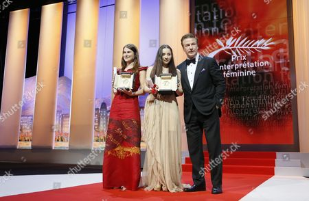 Actresses Cosmina Stratan (c) and Valeriu Andriuta (l) Receive the Best Performance by an Actress Awards For 'Dupa Dealuri' (beyond the Hills) From Us Actor Alec Baldwin (r) During the Closing Award Ceremony of the 65th Cannes Film Festival in Cannes France 27 May 2012 the Award Ceremony is Followed by the Screening of 'Therese Desqueyroux' Presented out of Competition France Cannes