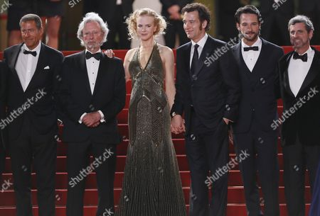 British Actor Clive Owen (3-r) Australian Actress Nicole Kidman (3-l) Us Director Philip Kaufman (2-l) Brazilian Actor Rodrigo Santoro (2-r) and Guests Arrive For the Screening of 'Hemingway and Gellhorn' During the 65th Cannes Film Festival in Cannes France 25 May 2012 the Movie is Presented out of Competition at the Festival Which Runs From 16 to 27 May France Cannes