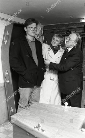 Tony Pitts (as Archie Brooks), Fionnuala Ellwood (as Lynn Whiteley) and Ken Jones (as the undertaker) (Ep 1640 - 5th March 1992)