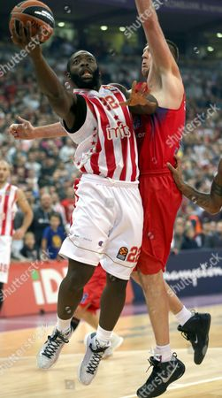 Victor Khryapa (R) of CSKA Moscow in action against Charles Jenkins (L) of Red Star during the Euroleague basketball match between Red Star and CSKA Moscow in Belgrade, Serbia, 29 December 2016.