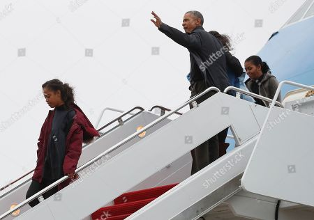 Barack Obama, Michelle Obama, Sasha Obama, Malia Obama President Barack Obama, first lady Michelle Obama and their daughters Malia, left, and Sasha, right, arrive on Air Force One, in Andrews Air Force Base, Md., en route to Washington as they return from their annual vacation in Hawaii
